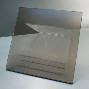 Vidrio Templado Bronce, vidrio que ha sido tratado térmicamente hasta obtener una compresión alta en la superficie o el borde.