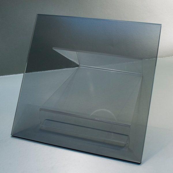 Vidrio Templado Gris, vidrio que ha sido tratado térmicamente hasta obtener una compresión alta en la superficie o el borde.