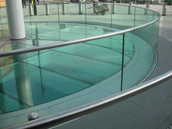 Obra de vidrio templado curvo | Vitrolit