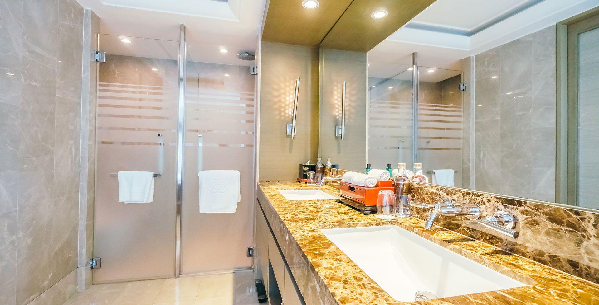 Divisiones de baño en vidrio templado | Vitrolit