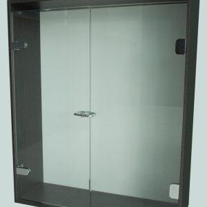 Division de Baño Batiende Elite, consta de un panel fijo de cristal templado combinado con una puerta batiente de cristal templado y un kit de instalación.